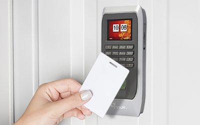 Control de acceso y control de horario a través de tarjeta sin contacto